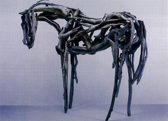 """用铜铸的烂木头焊搭作品,雕塑家玩得岂止不""""烂"""",还挺沉重"""